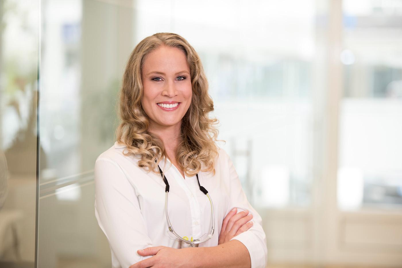 Dr. Marie-Isabelle Merensky Zahnarzt Geretsried Samtweiss Kieferorthopädie und Zahnarzt